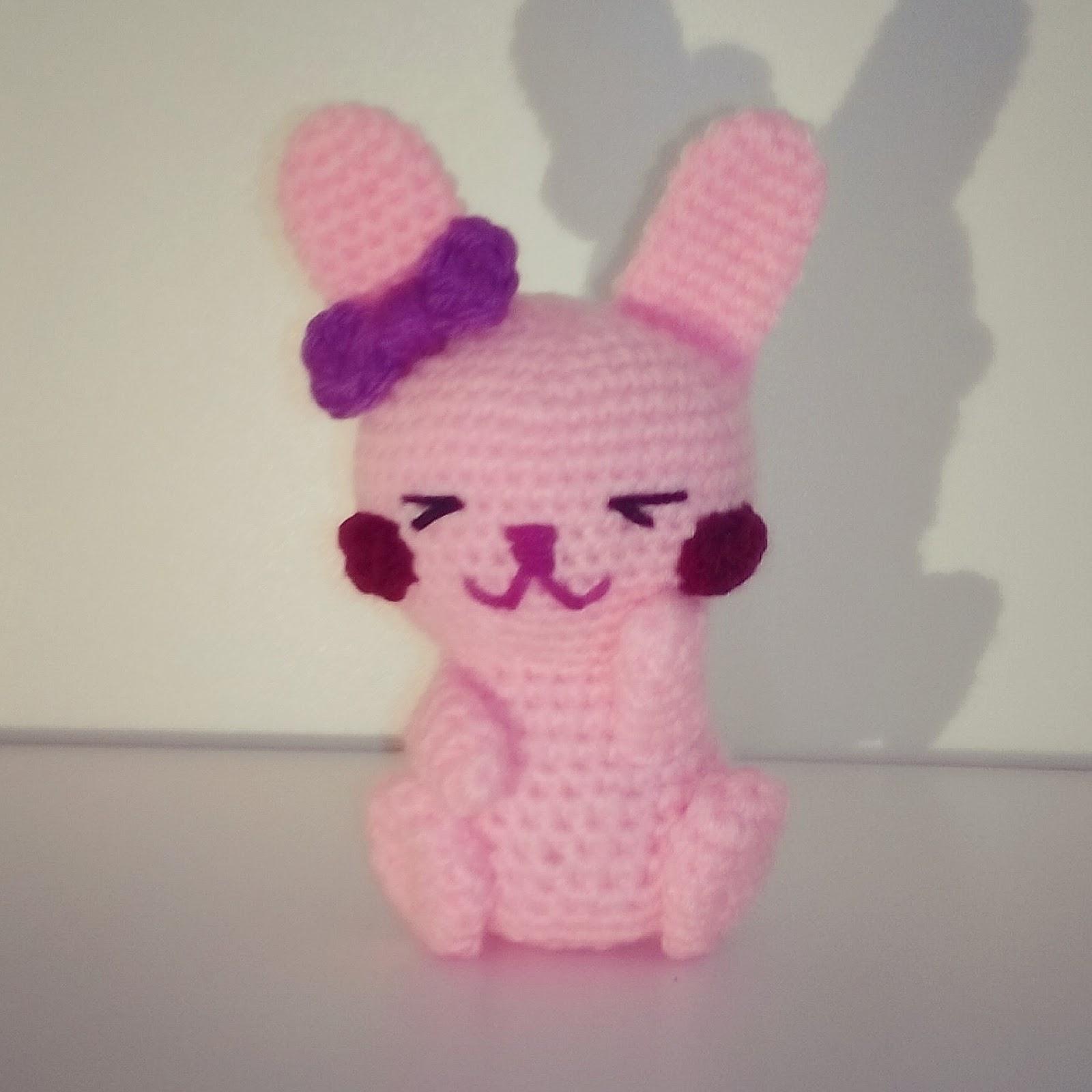 conejo amigurumi rosa