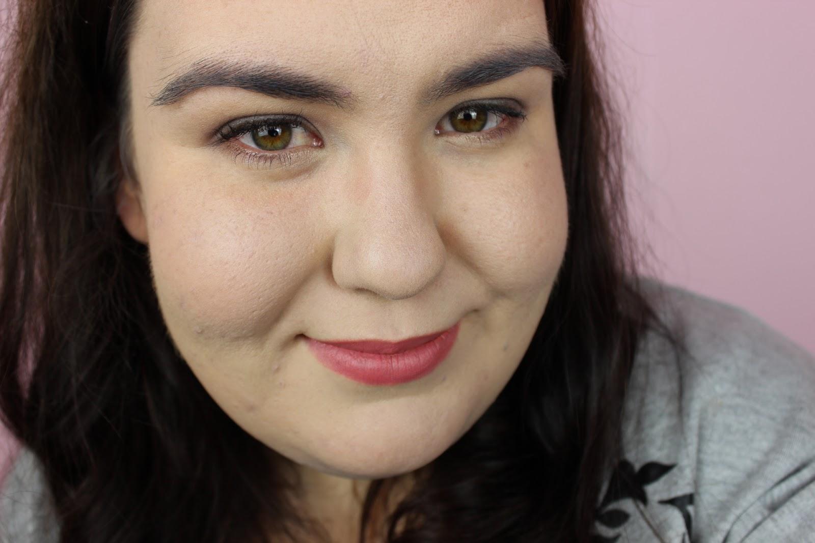 Smokey eye makeup with clarins Essentials Palette.
