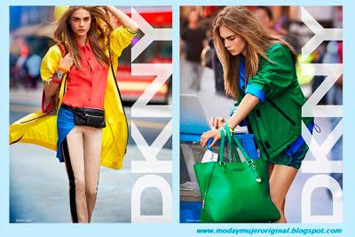 mucho color en las prendas luciendo bolsos grandes