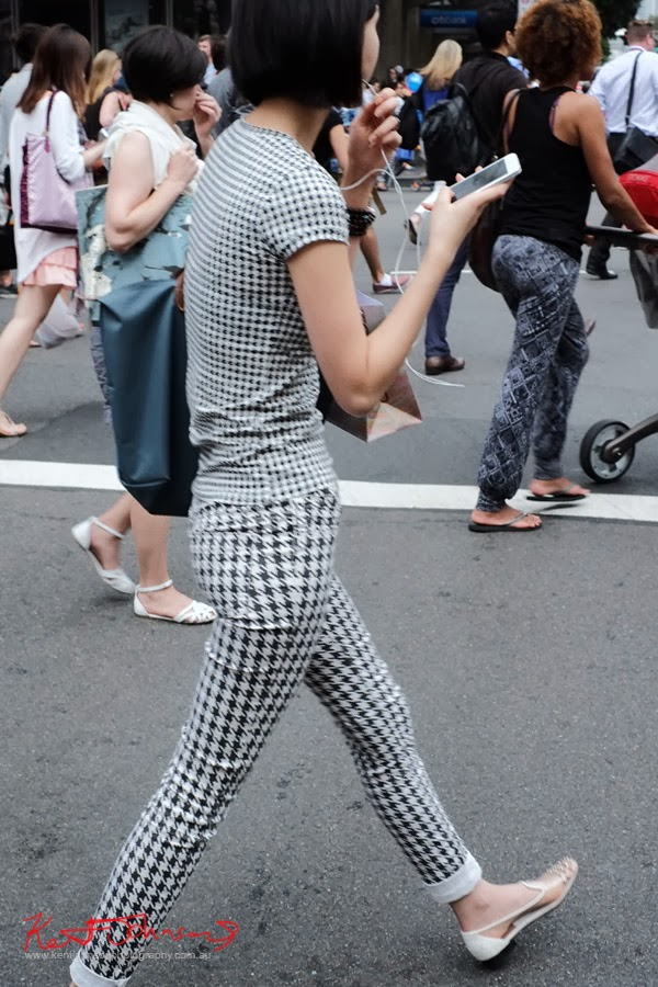 Walking, Houndstooth Check, Summer Style, George Street, Top Shop, Black and White Check, Houndstooth Jeans and Teeshirt,