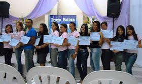 Formatura curso de cabeleireiro promovido gratuitamente pela ONG Pão é Vida.