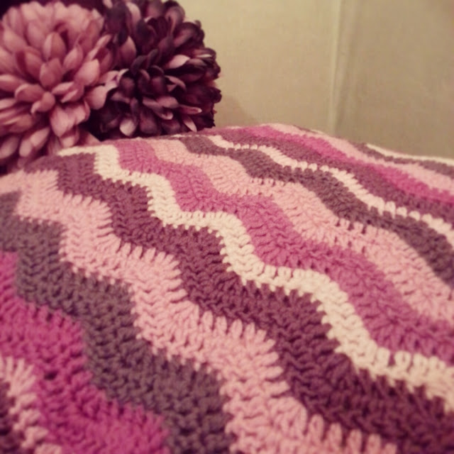 Crochet wave stitch cushion cover