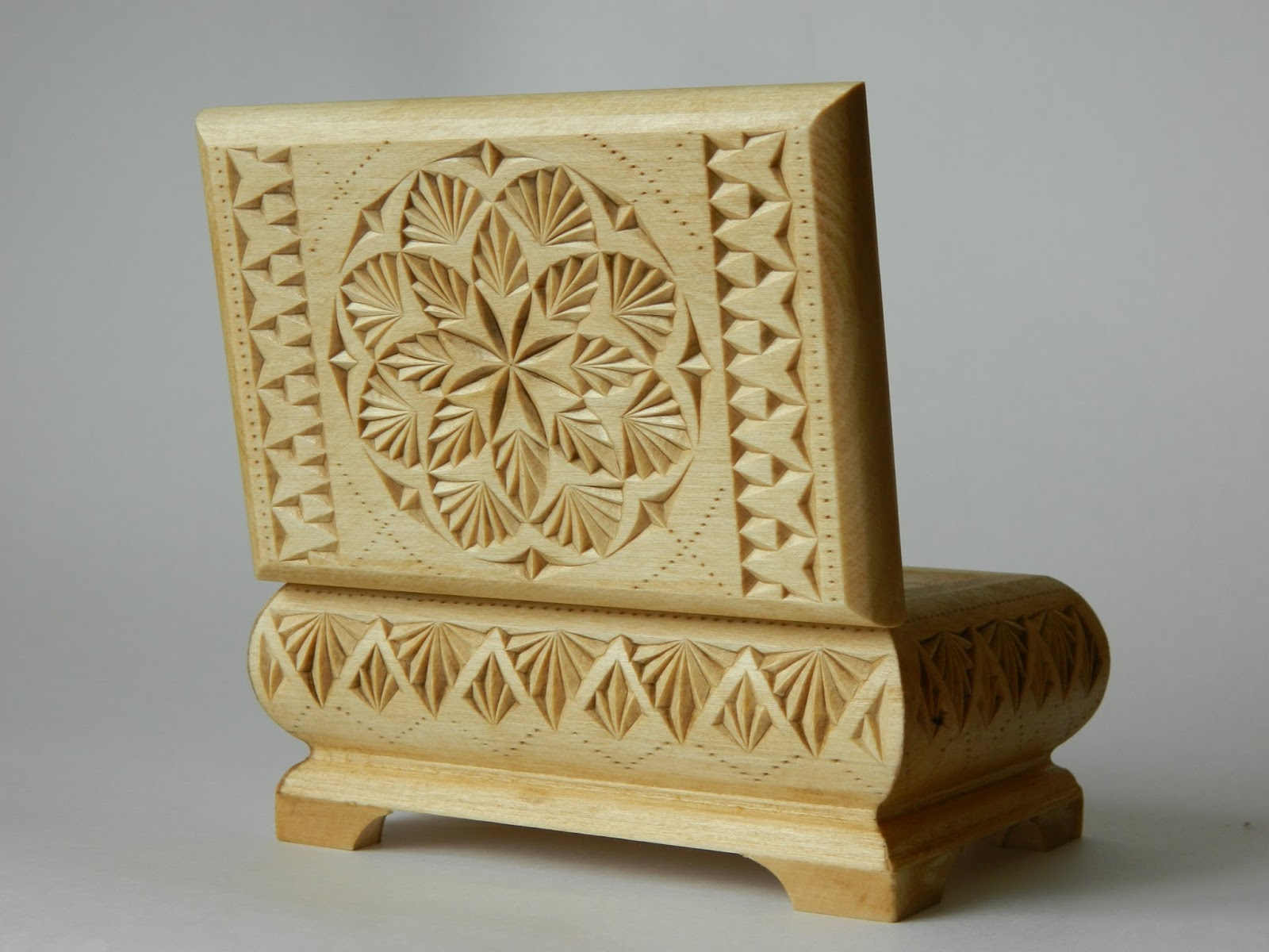 Fancychip tatiana baldina a gate into a blooming How to carve designs in wood