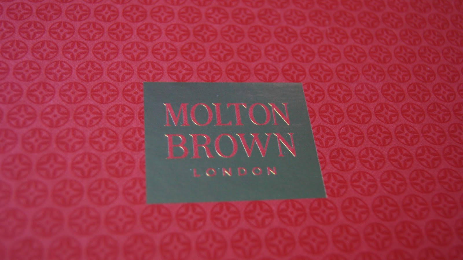 beauty review molton brown stocking fillers set a life with frills per bath or shower bargain it lets you try such a lot of molton brown s fragrances too so if you find a favourite you can re purchase it in a bigger