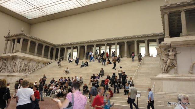 Altar de Pergamon no Pergamonmuseum - Ilha dos Museus, Berlim