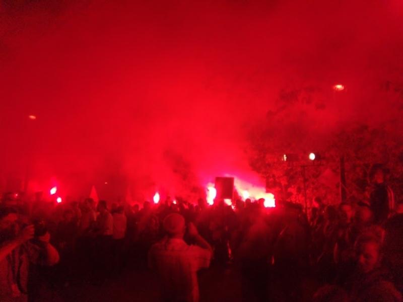 Kibice odpalili race po oficjalnych uroczystościach - fot. Tomasz Janus / sportnaukowo.pl