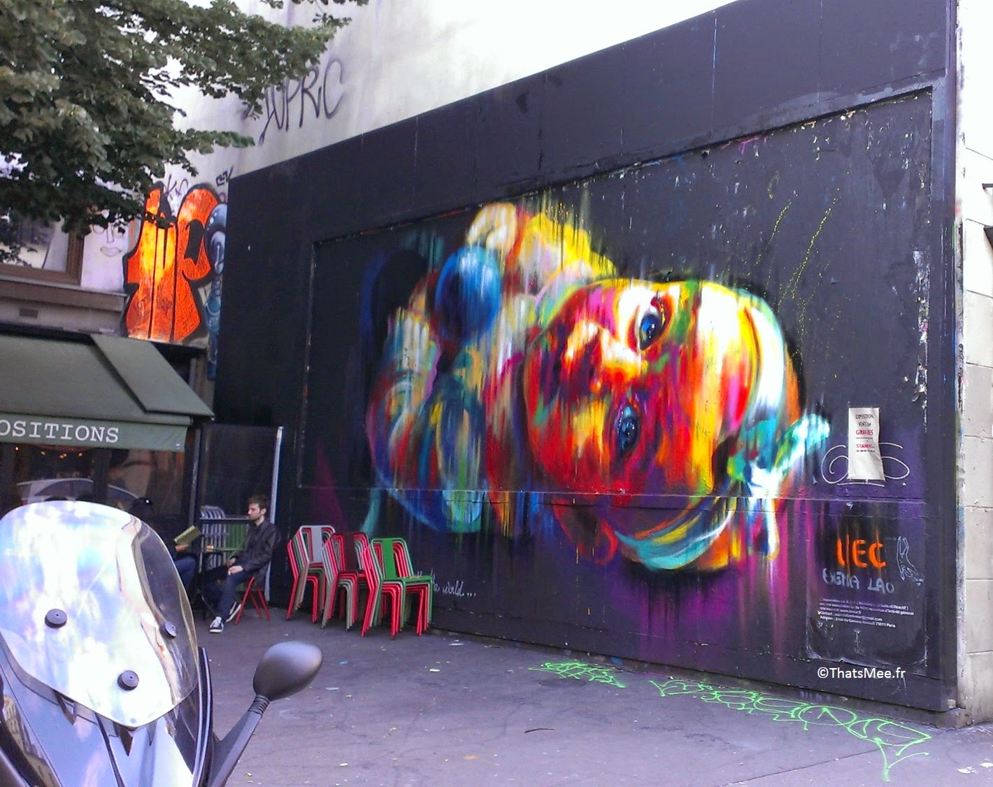 Street Art Bébé à l'envers Oberkampf Paris