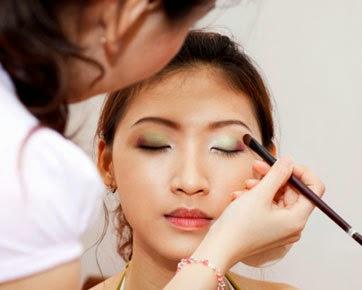 make up wajah berjerawat