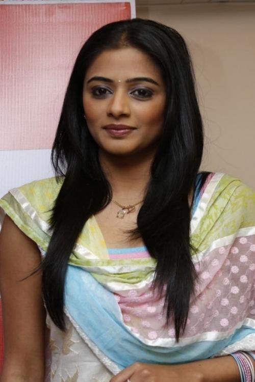 pleasant and aesthetic Priyamani at lakhme salon launch