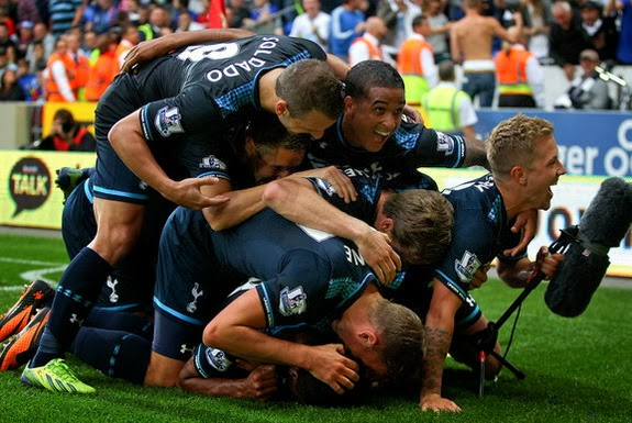 Tottenham players celebrate Paulinho's late winning goal against Cardiff