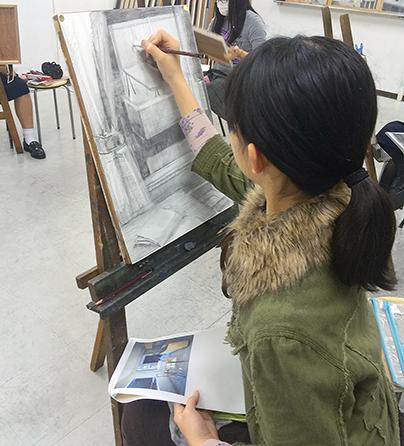 横浜美術学院の中学生向け教室 美術クラブ 言葉からイメージするデッサン『家』6