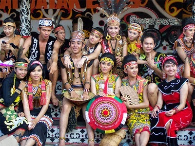 King baba and king bibinga are two of Dayak traditional clothes.