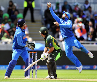 Virat-Kohli-takes-a-catch-vs-Pakistan-ICC-Champions-Trophy-2013