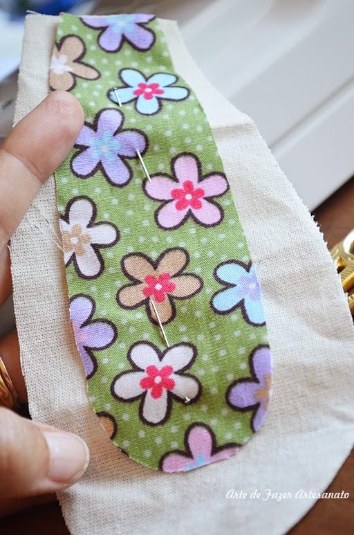 Páscoa: um saquinho de tecido com cara de coelho