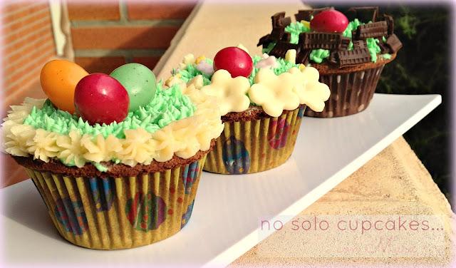 Cupcakes de chocolate decorados para Pascua y tarta de de chocolate con fresas y nata