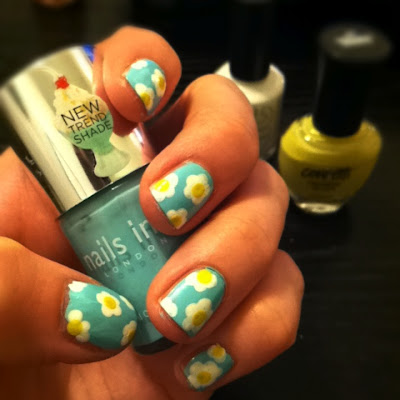How to Paint Daisies on Your Nails, easy nail art, how to make flowers with nail polish, nail polish daisies
