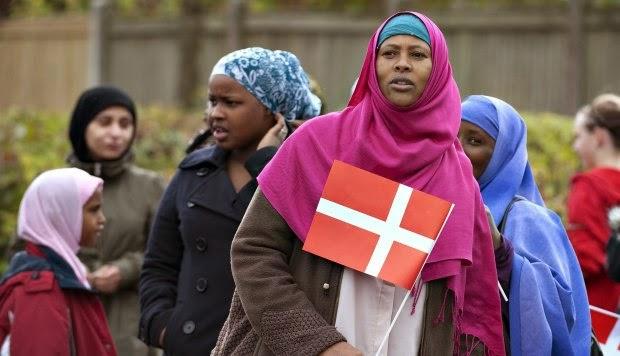 Pemimpin Partai Sayap Kanan Denmark Bakar Salinan Al-Quran