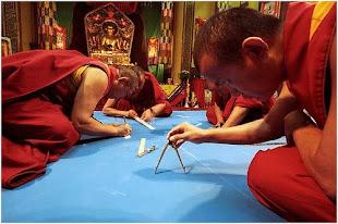 Lamas creando un Mandala