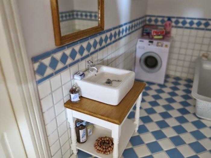 Badkamer Voor Poppenhuis : Poppenhuis van ineke badkamer