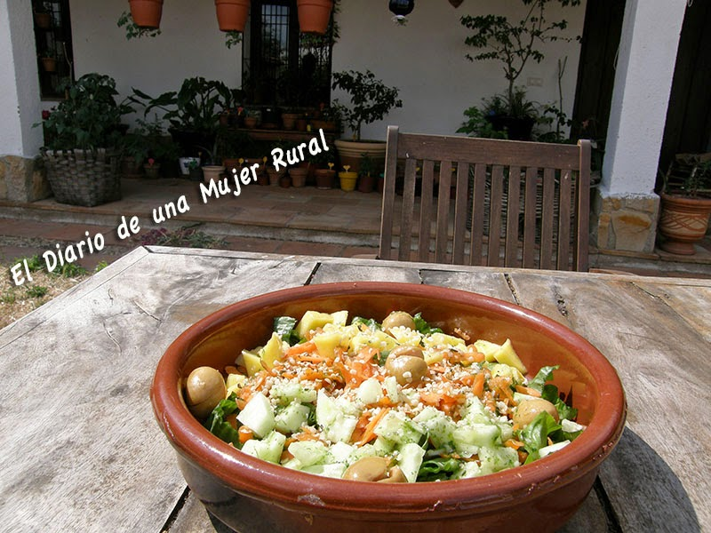Ensalada con mango y aceitunas