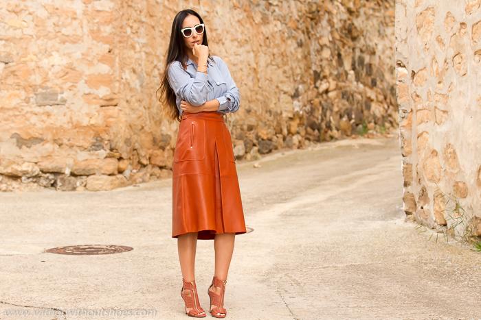 Falda piel midi zara - Combinar color marron ...