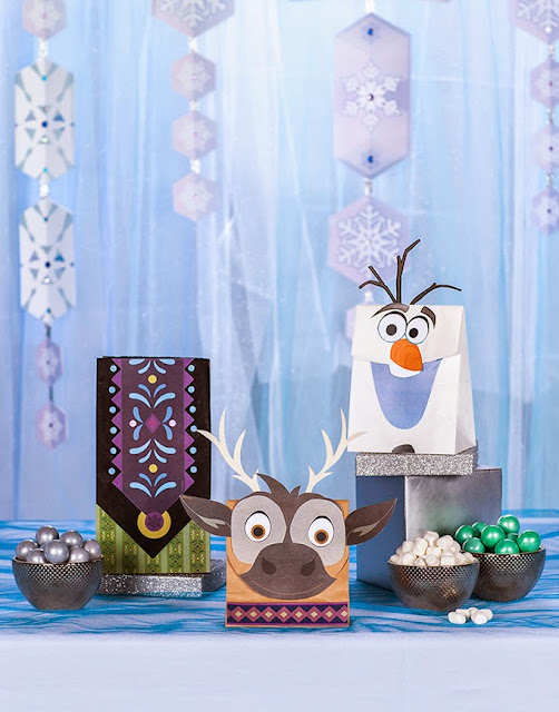 Frozen: Free Printable Souvenirs Bags Party.