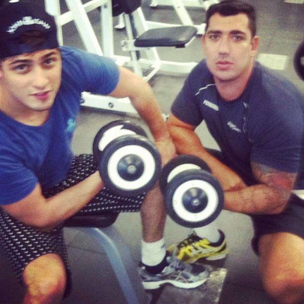 Daniel Rocha ao lado de seu personal trainer. Foto: Reprodução/Instagram