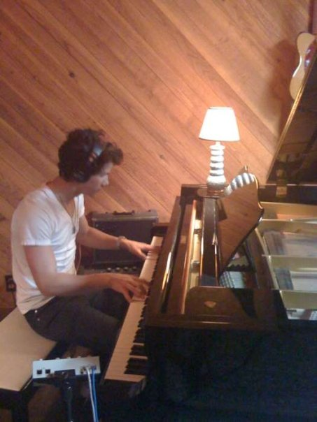 Nick Jonas no sabe leer partituras  015