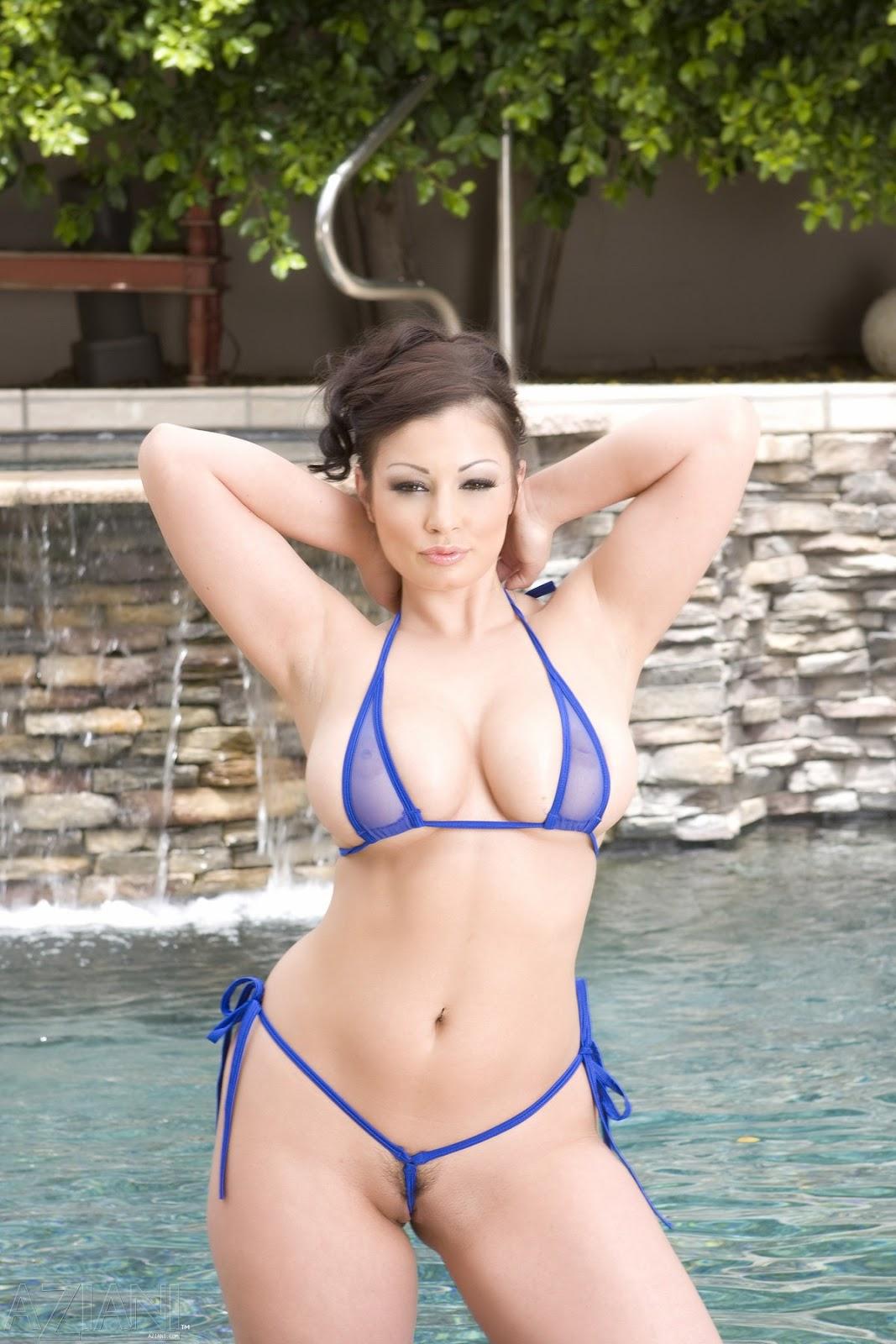 Фото девушки в мини бикини с большой грудью 12 фотография