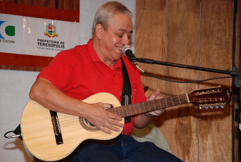 Moacir Rosa agradou cantando Romaria