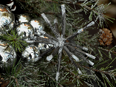 http://www.serendipityrefined.com/2012/11/twig-ornaments-free-crafts-from-mother.html