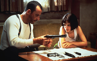 Leon Teachs Mathilda How to Use a Gun HD Wallpaper