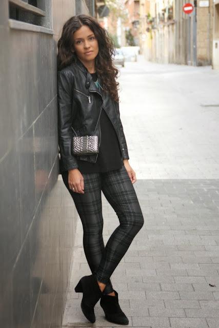 http://1.bp.blogspot.com/-hyvr1KmN6B0/UnaI1cGj3CI/AAAAAAAALLg/4K6O1Hgr8jo/s1600/pantalones-cuadros-cazadora-cuero-botines-3.jpg