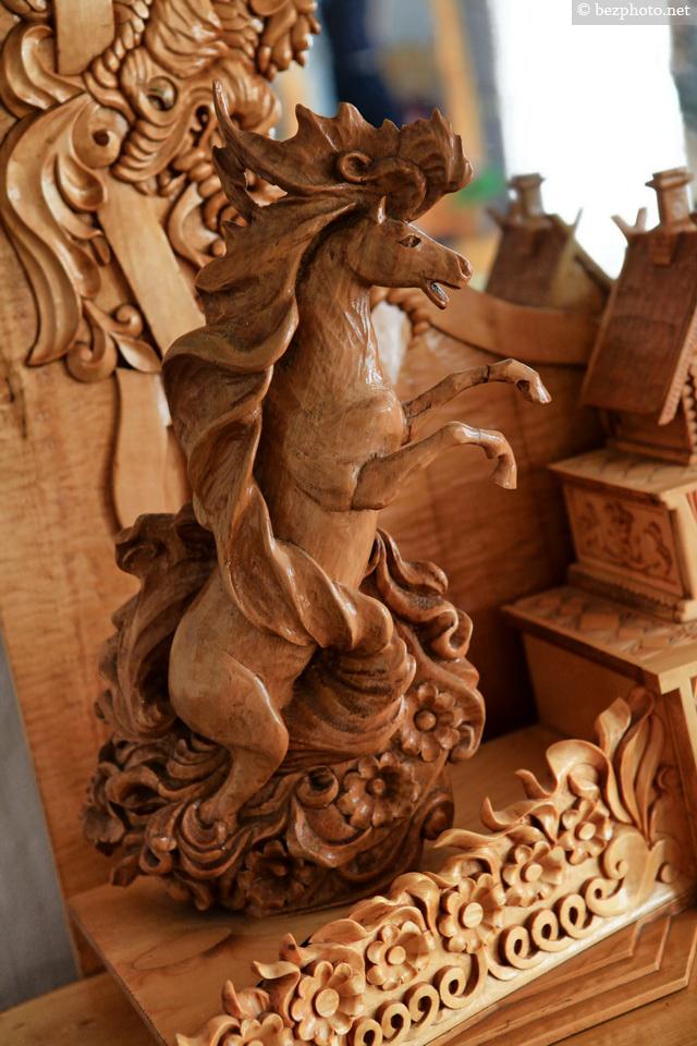 деревянная резная мебель