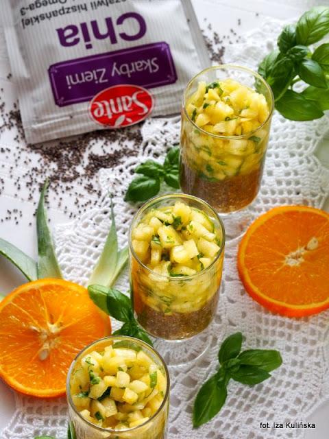 pudding z nasionami chia , ananasa , sok pomarańczowy , szałwia hiszpańska