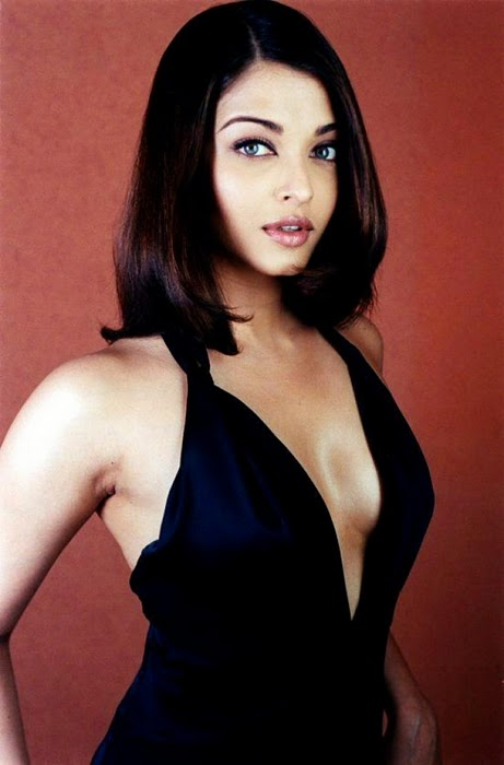 Aishwarya Rai In Black Dress Hot Photos