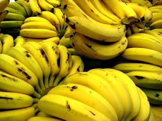 الموز من افضل الاغذية المساعدة في علاج الارق