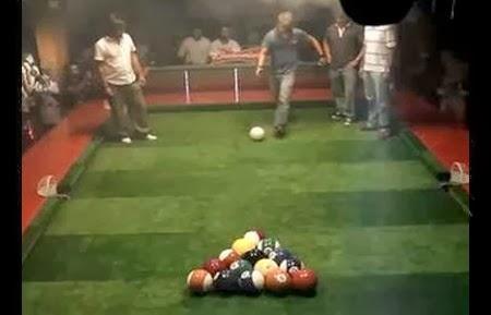 Billard avec des ballons de foot