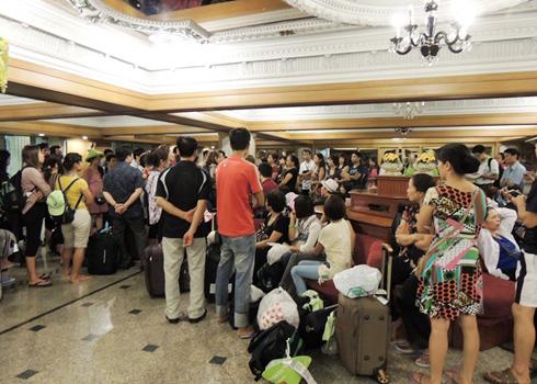 Chuyến đi hành xác của 700 khách bị bỏ rơi ở Thái