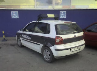 funny pictures: police car parked in the parking lot for people with disabilities
