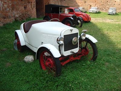 Zamek Dybowski Toruń wystawa samochodów