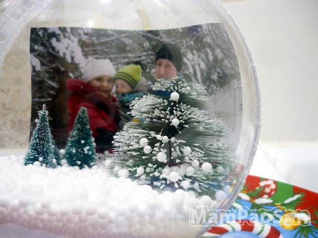 новогодний прозрачный шар на елку