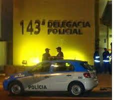 Itaperuna - Usuário de drogas tenta fugir da polícia e cai de moto no Centro