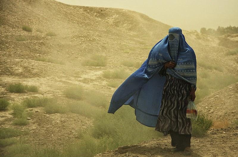 """Dirk Haas,  Shakib Siba """"Nad Afganistanem Bóg już tylko płacze"""", Okres ochronny na czarownice, Carmaniola"""