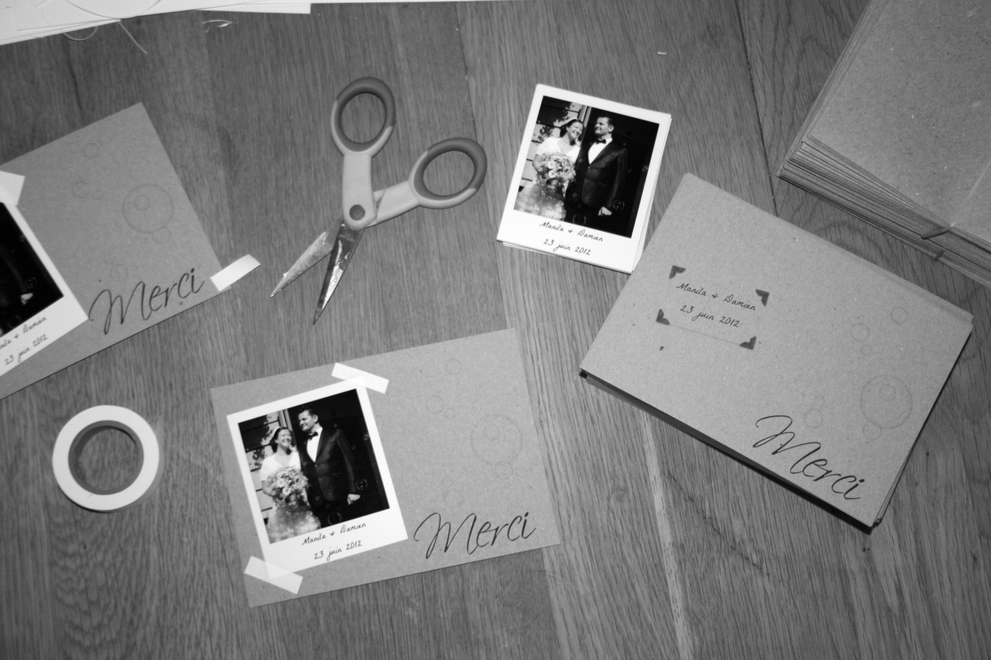 cartes de remerciements polaroids et kraft paper papel papier fr. Black Bedroom Furniture Sets. Home Design Ideas