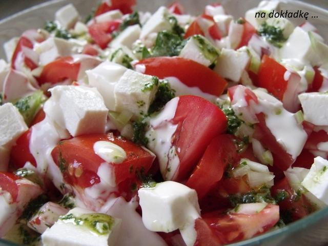 sałatka z fetą i pomidorami przepis