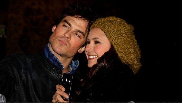 Ian et Nina dans vampire diaries Ian-and-Nina-ian-somerhalder-and-nina-dobrev-10416511-604-344