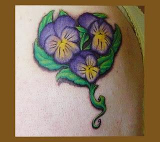 tatuaj cu violete