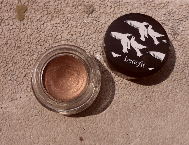 Review: Benefit Creaseless Cream Shadow in Busy Signal
