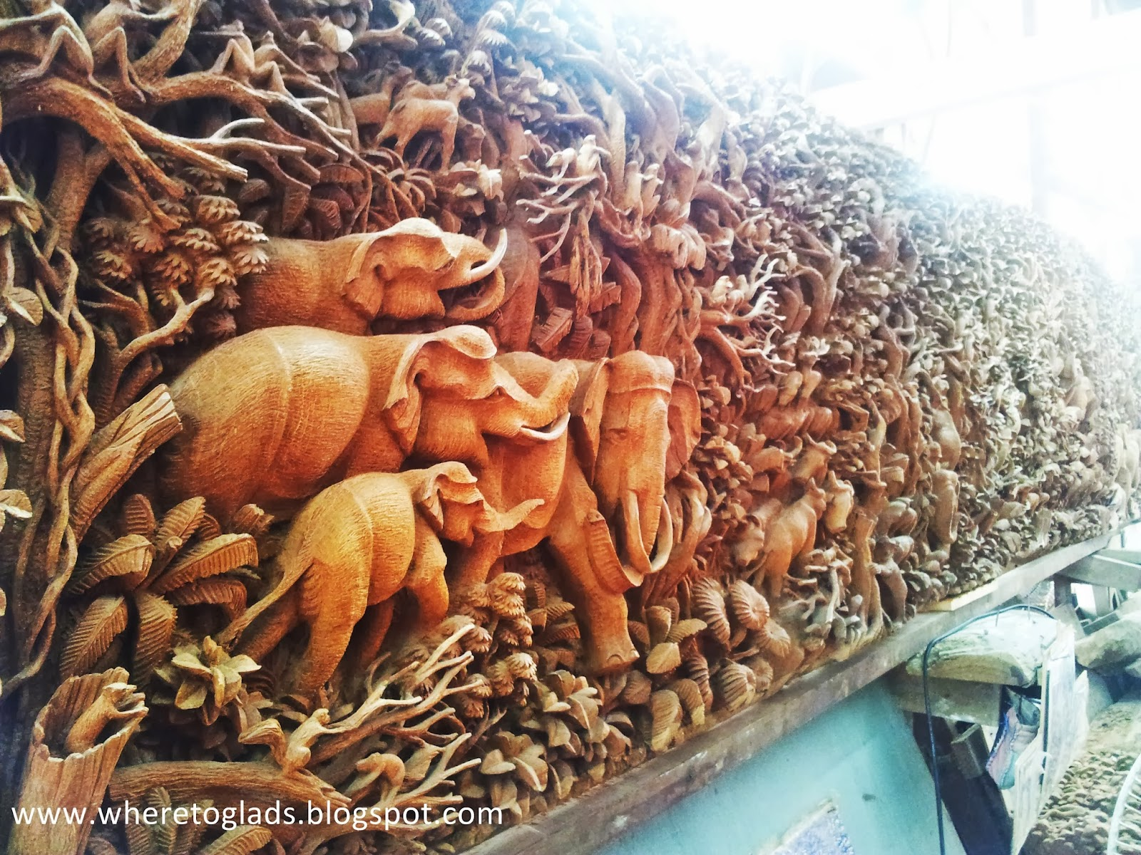 Where To Glads Impeccable Wood Carvings At The Royal Thai